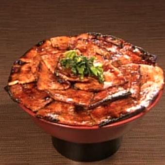 <時給1100円!>ガッツリ食べたい男たちから熱〜い支持を得る豚丼専門店バイト!!