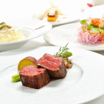 本格的な和食・イタリアンの創作料理を提供しております。料理や食材の知識も身につきます。