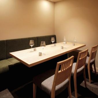 隣接席のない完全個室は特等席!