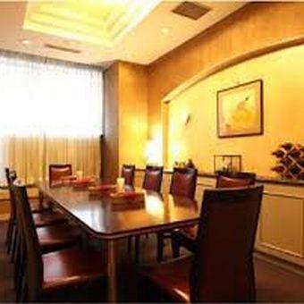 個室はホテルならではの雰囲気☆空間に合わせた接客が身に付きます!