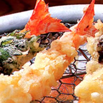新しい紅花油を使って揚げる関西の天ぷら。