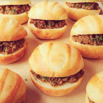 コロっとした形も可愛い惣菜パン。