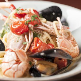 牡蠣意外の魚介料理も豊富です。