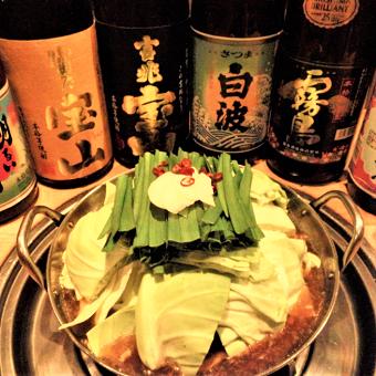 種類豊富に取りそろえる日本酒とコラーゲンたっぷりのもつ鍋が人気!