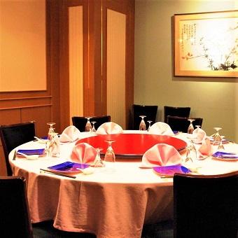 お気軽に利用できるテーブル席から宴会席までどんなシーンにも便利です。