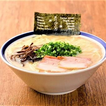 通も唸らせる、本格とんこつラーメン。ストレート細麺が濃厚だけどするっといけるスープによく絡みます!