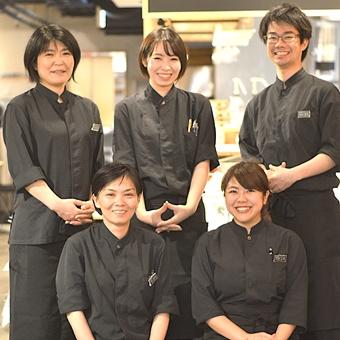 ≪時給1200円!≫銀座で築地の味が楽しめる食堂♪賑やかなお店で元気に接客しよう!
