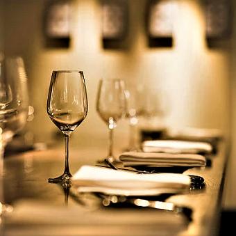 美味しいワインとイタリアン。大切な人と肩を並べて、ぜひお楽しみください。