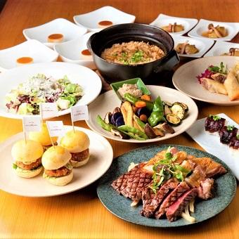牛肉や豚肉、野菜やフルーツなど、山梨県産の食材を使用したオリジナルメニューを多数ご用意!