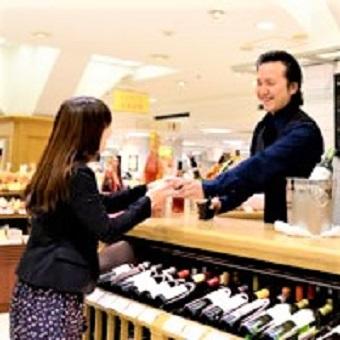 ワインのスペシャリスト達がお客様のワイン選びをお手伝いします!