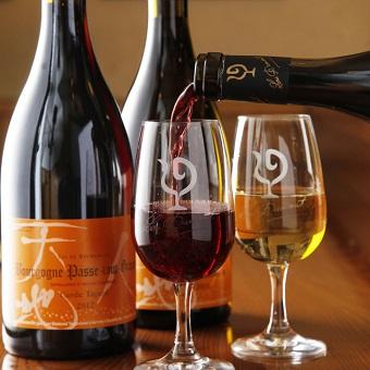 とりひろでしか飲めない『キュヴェ・タガミ』というワインと炭火焼鳥のマリアージュは、最高。
