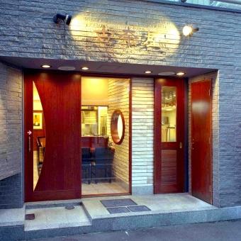 巣鴨本店は2年前にリニューアル、カフェのようなお洒落で明るい店内に。