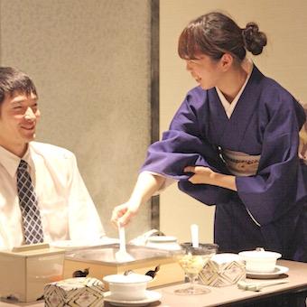 着付けや所作も学べる◎かしこまり過ぎない日本料理店で着物を着ておもてなし◎深夜勤務なし♪