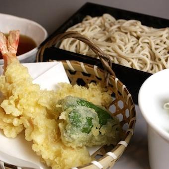 竹橋駅直結!!活気溢れる蕎麦居酒屋でホール!土日休みでプライベートも充実!夜は時給1100円!