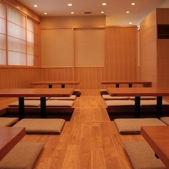 すっきりした純和風の個室。宴会にもバッチリです◎