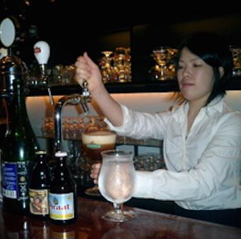 【大江戸線 六本木駅 徒歩1分】本格ベルギービールのお店。ホールスタッフ週2日、1日4h〜OK
