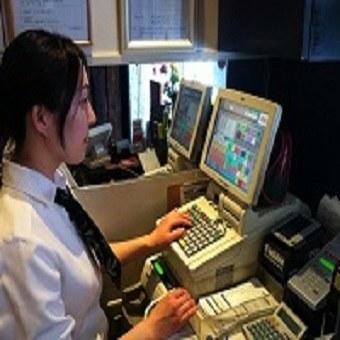 タダ飯クーポンでまずは雰囲気を気軽に経験。時給1100円!!