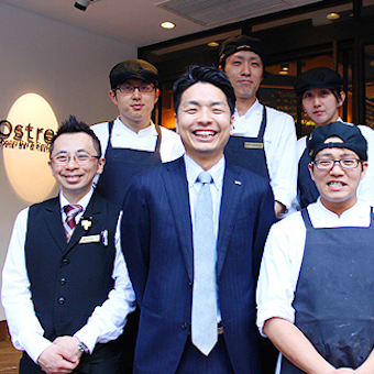 赤坂見附すぐ!!本格オイスターバー/レストランでホールスタッフ募集!!