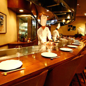 厳選した高級食材をお客さまの目の前で!鉄板焼き専門店でキッチンスタッフ募集!