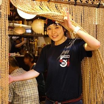 東京駅八重洲地下街。新鮮もつ焼きの舌品酒場で『あいよ!』と元気にホールバイト!