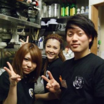 《駅からスグ!!》連日大盛況のお店で楽しく働けるホールバイト♪