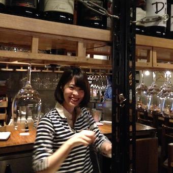 オトナ女性に人気のワインバーでホールスタッフ!女性大活躍!