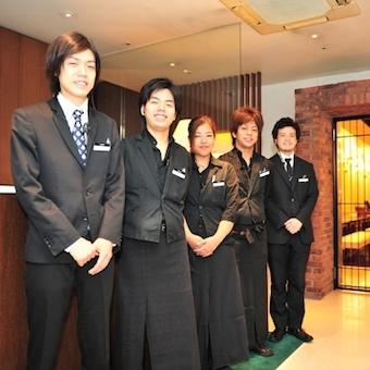 【経験者大歓迎】非日常空間で勤務をしよう。六本木の個室ダイニング&カラオケ店でホールスタッフ