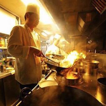☆★驚きの高待遇!!自由度の高いシフト◎週3日・1日4h〜OK♪♪空飛ぶ麺を学ぼう!