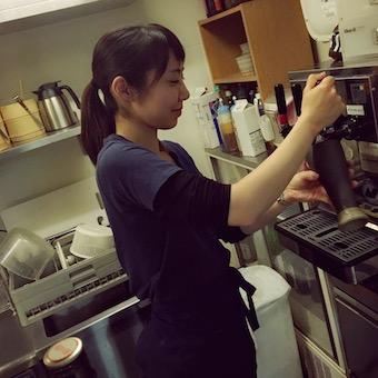 女性歓迎☆優しいお客様に囲まれて楽しく働けるホールバイト☆【時給1200円】