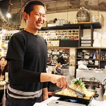 業界人の常連客とスタッフのキャラが立つ恵比寿横丁の居酒屋で感性を磨く【週5日勤務時給1100円】