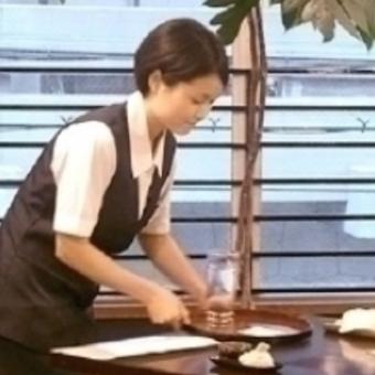 老舗で働く☆うどんすきの名店♪時給1200円☆人と接するのが好きな方大歓迎!