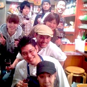 飯田橋駅徒歩1分♪時給1100円☆ディナー勤務のみ★塩ホルモンで人気のお店で接客しよう♪