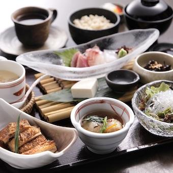 キャリア32年の料理長の元で和食を学ぼう。まずは調理補助から!【時給1100〜1500円】