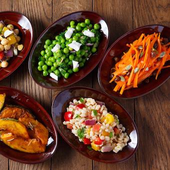 サラダも彩り鮮やか。ご自宅でも披露出来るスキルが身に付きますよ。