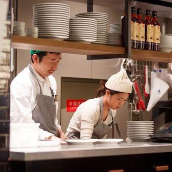 パスタやグリルなど幅広い欧風料理を学べるキッチン♪常連様に溢れた一軒家風レストラン♪