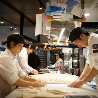 広尾駅スグ☆話題のベーカリーで本格的な経験を。パン製造スタッフ大募集!