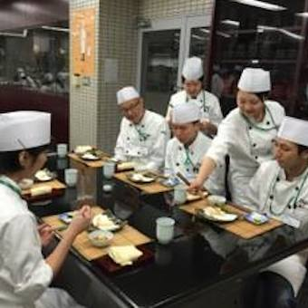ミシュラン掲載の老舗天ぷら店。経験者大歓迎。しっかりと学び腕を磨こう。