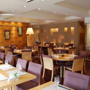 リゾートホテルの中にある レストランのような雰囲気のお店です♪