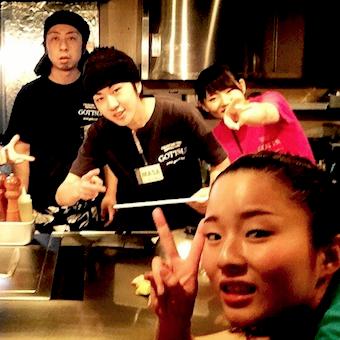 【時給1100円】新橋駅徒歩1分♪人気のお好み焼き屋でおもてなしをしよう!