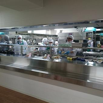 ホテルの社員食堂で料理をしよう!40代主婦が活躍中♪永田町駅直結!【15時まで勤務】