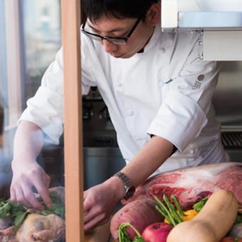 青山のお洒落なレストラン♪オーガニック食材を使った繊細な料理を学べます☆