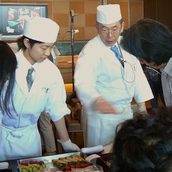 社長自ら講師を務めるお料理教室も充実。