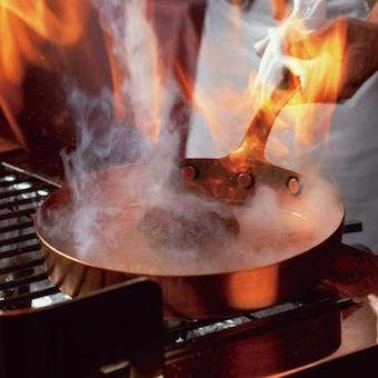 《空いた時間を有効に》炭焼きハンバーグのレストランで働こう♪キッチンスタッフ大募集!【駅近徒歩1分】