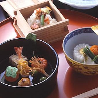 《経験者優遇》時給1200円◎帝国ホテル内、あの有名な京料理の老舗で四季折々の料理を学ぶ。