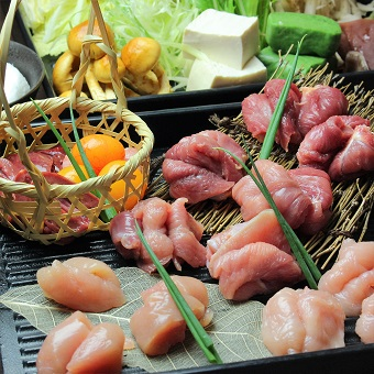 東京軍鶏のおいしい料理を食べて、おいしいの顔や声を一番最初に聞けちゃうお仕事。