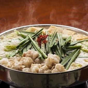 まかないがもつ鍋の日もあり!九州料理を食べるのも勉強といいつつうれしい。