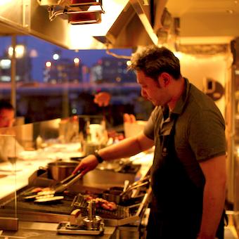 メニューはその日の食材次第♪オープンキッチンの本格ビストロ☆3ヶ月毎にボーナスチャンス☆【タダ飯】