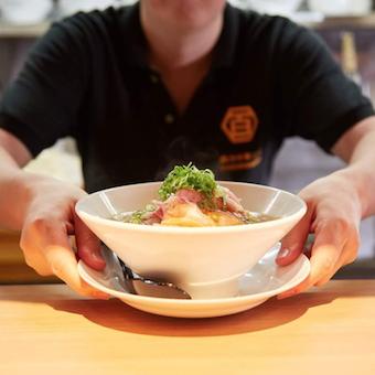 塩ラーメンで数々の栄冠を持つ「麺屋宋」のセカンドブランド。肉汁中華そばとともにお店を盛り上げましょう