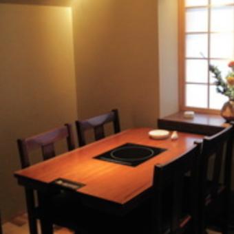 小部屋でゆっくり「梅の間」お客様も落ち着いた方ばかりですよ。