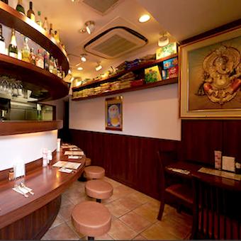 インド人など外国人スタッフ多数♪時給1100円☆溜池山王のエスニック料理で接客しよう!